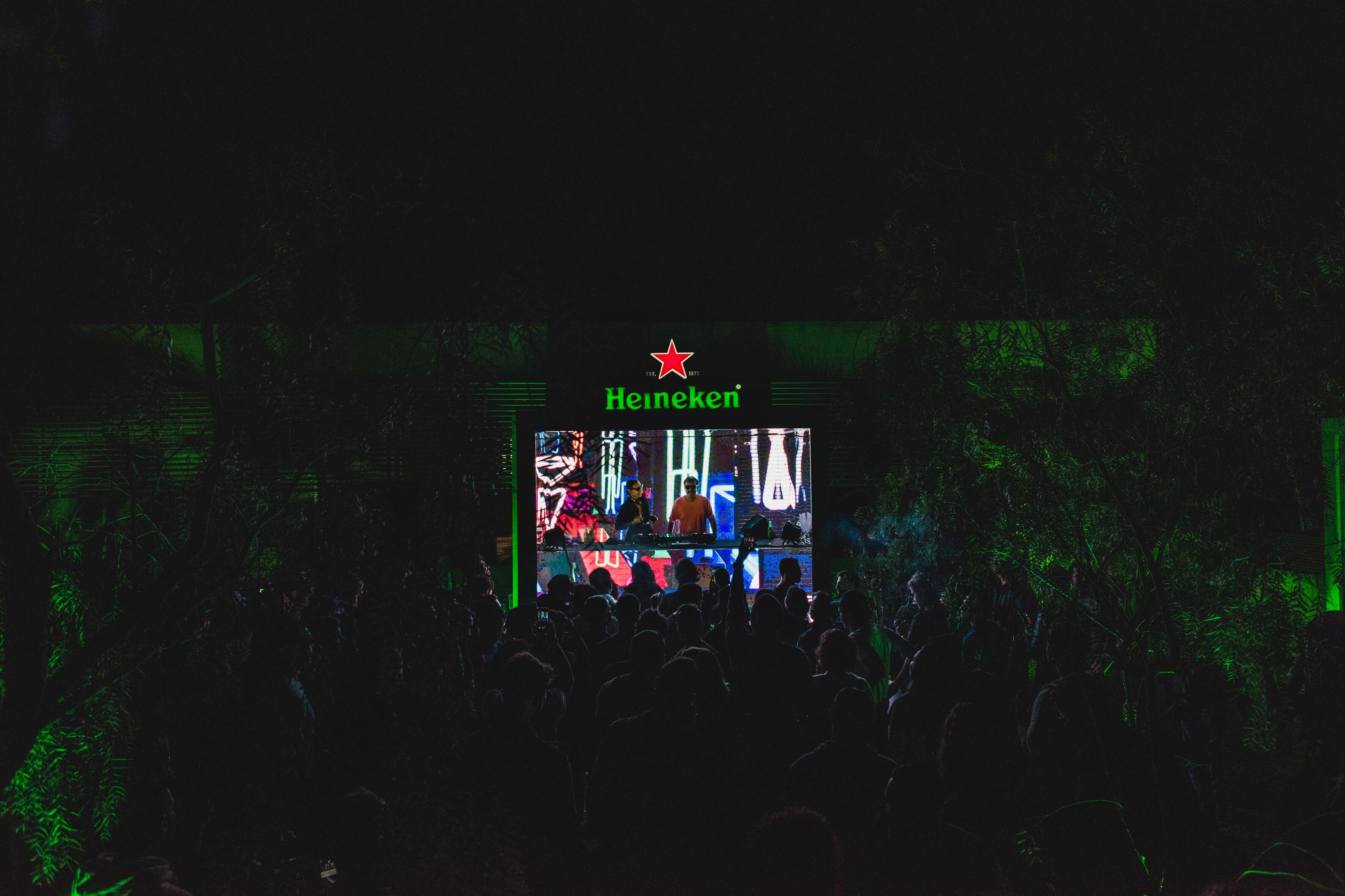 Palco Heineken reúne apresentações com música e projeções no telão (Henrique Thoms/Divulgação)