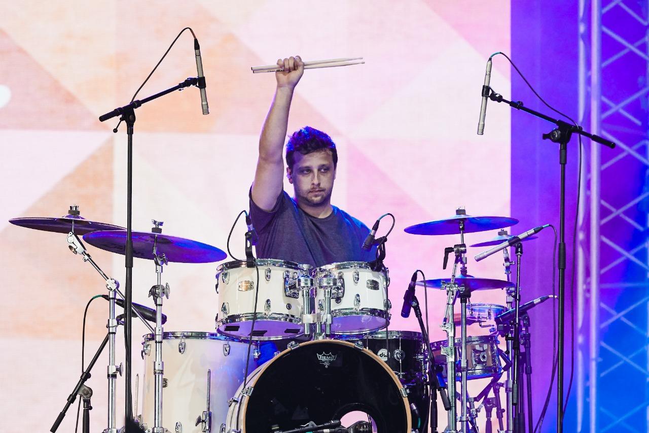 Baterista Balut, da banda mineira ETC, no festival NOS Alive, em Portugal (Divulgação)
