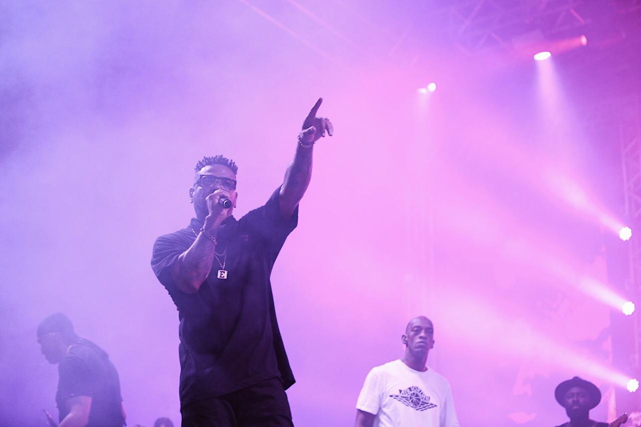 Edi Rock, do Racionais MC's, durante show no festival Planeta Brasil (Frank Bitencourt - 25.jan.2020/Divulgação)
